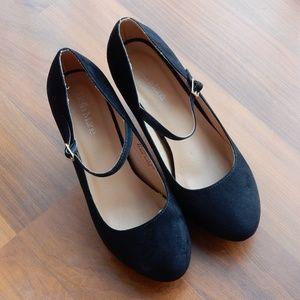 Bella Marie Black Suede stiletto pumps, size 8.5